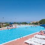 Vista della piscina del Gallura beach village