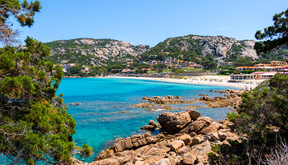 On holiday in Baja Sardinia: what to do and where to go in Costa Smeralda