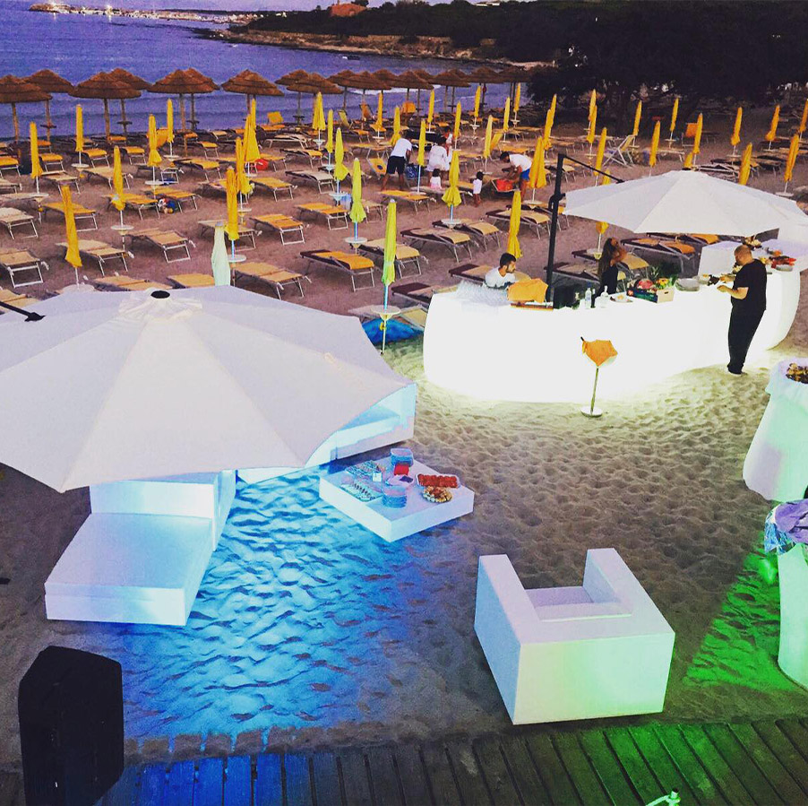 Have fun and beach party in Stintino